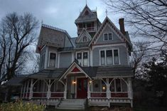 What is the first vision that pops into your head when you think of Vermont? Is it of a gorgeous Victorian home, adorned with many old original features, and a bed & breakfast like the movies portray?