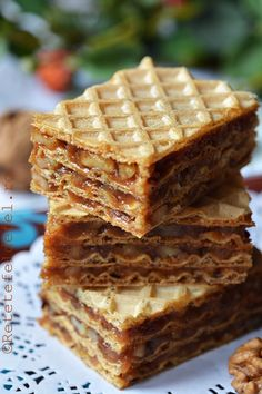 prajitura cu foi de napolitana Romanian Desserts, Romanian Food, Romanian Recipes, Sweet Recipes, Cake Recipes, Coffee Recipes, Chocolate Desserts, Love Food, Sweet Treats