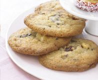 Nothing beats homemade cookies – make these easy oat biscuits for a sweet treat during the day when you need a break. Chocolate Cherry Cookies, Chocolate Sponge Cake, Chocolate Biscuits, White Chocolate Chips, Chocolate Recipes, No Egg Cookies, Yummy Cookies, Oat Biscuit Recipe, How To Make Biscuits