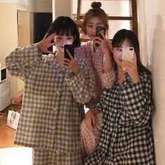 Y/n + y/n's bffs Ulzzang Korean Girl, Cute Korean Girl, Asian Girl, Korean Best Friends, Girl Friendship, Korean Couple, Cute Friends, Friend Goals, Friend Photos