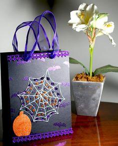 Halloween bag - Scrapbook.com http://ju-scrap.blogspot.com.br