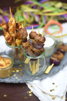 Raclette Spieße Meatballs & Satay & Gemüse & Bacon   Das Knusperstübchen Fondue, Chicken Satay, Bbq, Caramel Apples, Cereal, Party, Cooking, Breakfast, Grill