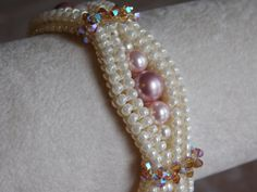 Emma Bracelet Tutorial  A feminine bracelet with just enough sparkle to catch the eye. Perfect for a night on the town! The tutorial has step…                                                                                                                                                                                 もっと見る