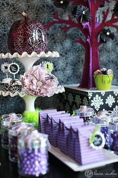 Google Image Result for http://www.holidaysville.com/wp-content/uploads/2010/09/glam-halloween-party-inspiration1.jpg
