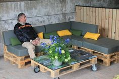 S & # arrange a garden living room worthy of being indoors with 9 palettes voila a nic. Pallet Furniture, Bedroom Furniture, Outdoor Furniture Sets, Outdoor Decor, Diy Daybed, Garden Types, Garden Living, Balcony Design, Salons