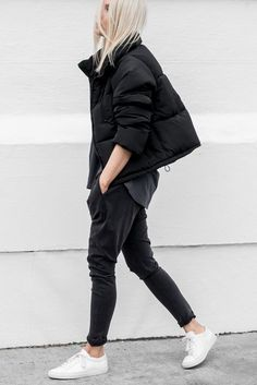 Decjuba d luxe – luxe layering coats for women, sport style, outfits dia, Looks Street Style, Looks Style, My Style, Sport Fashion, Look Fashion, Womens Fashion, Fashion Design, Ski Fashion, Retro Fashion