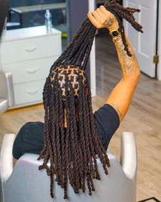 Rope TWIST for the WIN! 🤤😍💪🏾 💡 these twist for amazing crinkles 📌 DMV I have some last minute Openings tomorrow 😱👇🏾👇🏾 📲 Click the Link in… Dreadlock Hairstyles For Men, Black Men Hairstyles, Twist Hairstyles, Trendy Hairstyles, Mens Dreadlock Styles, Dreads Styles, Twist Styles, Braid Styles, Dreadlocks Men