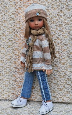 Cute scarf and jeans.