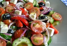 Billedresultat for græsk salat Easy Salad Recipes, Easy Salads, Healthy Recipes, Tapas Recipes, Feta, Cottage Cheese Salad, Salad Dishes, Dinner Salads, Dinner Is Served