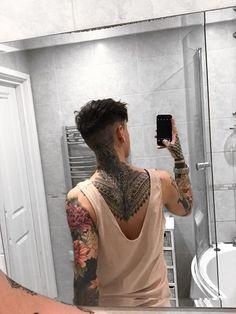 Hot Guys Tattoos, Neck Tattoo For Guys, Boy Tattoos, Back Tattoo, Body Art Tattoos, Sleeve Tattoos, Tatoos, Hals Tattoo Mann, Tattoo Hals