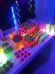 Resultado de imagem para o que usa como lembrancinha para festa neon