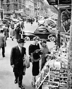 Les Champs Elysées Paris 1950s Patice Molinard…ღ…reépinglé par Maurie Daboux….ღ.