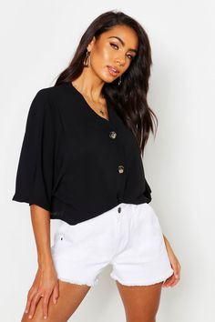 Shop boohoo's range of womens and mens clothing for the latest fashion trends you can totally do your thing in, with of new styles landing every day! Teintes Pastel, Kimono, Slogan Making, Latest Tops, Basic Outfits, Fashion Face Mask, Online Shopping Clothes, Pop Fashion, Blouse