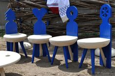 Inspired by Brancusi Folk, Art Of Living, Bed Covers, Romania, Interior Styling, Bar Stools, Sewing Crafts, Sweet Home, Blue