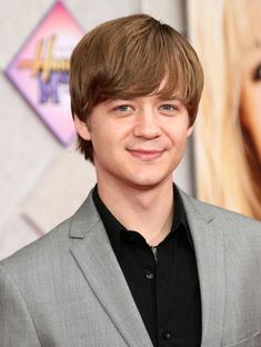 "Jason Earles Photos Photos: Premiere Of Walt Disney Pictures' ""Hannah Montana The Movie"" - After Party Ben Richards, Kickin It Cast, Jason Earles, Hannah Montana The Movie, Phil Lamarr, Alan Thicke, Childhood Tv Shows, Charlie Sheen, Walt Disney Pictures"
