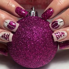 102 festive and easy christmas nail art designs you must try page 6 Cute Christmas Nails, Christmas Nail Art Designs, Xmas Nails, Holiday Nails, Valentine Nails, Christmas Tree, Christmas Night, Christmas Decor, Cute Nails