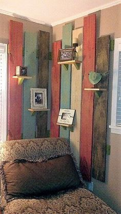 35 DIY Pallet Projects and Ideas To Try - Decoration Diy Pallet Projects, Home Projects, Pallet Ideas, Western Decor, Rustic Decor, Western Living Rooms, Palette Deco, Deco Originale, Plank Walls