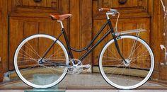 Montage Bicycle Store Paris Gorilla for Girls