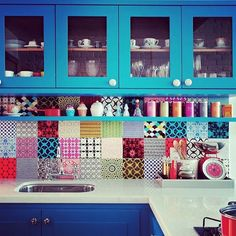 Happy Weekend!! Add some bold color to your kitchen to help you start each day with a bang! #getluxapp #brightcolors #kitchendecor #tiles