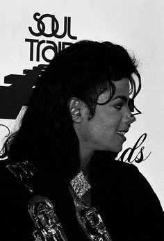 Michael Jackson Quotes, Photos Of Michael Jackson, Michael Jackson Bad Era, Michael Jackson Photoshoot, Soul Train Awards, Michael Jackson Neverland, Diana Ross, Dance Moves, Beautiful Person