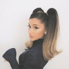 """. on Twitter: """"yall.... oh my god tae told jk to drink milk in yesterday's in the soop episode and today he posted a pic of milk.... it's all adding up. in conclusion taekook adopted a cow"""" Ariana Grande Fotos, Cabello Ariana Grande, Ariana Grande Cute, Ariana Grande Photoshoot, Ariana Grande Outfits, Ariana Grande Pictures, Ariana Grande Makeup, Ariana Grande Eyebrows, Ariana Grande Hairstyles"""
