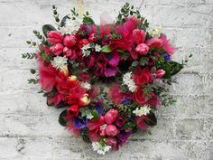 Idée Saint Valentin : couronne de fleurs en forme de cœur