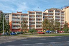Pohled na nově zrekonstruovaný panelový dům na Praze 10. Opravdu se společnosti Kasten rekonstrukce zdařila, co myslíte?
