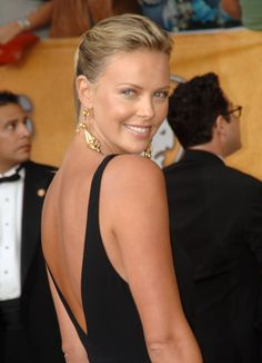 In January 2006, Charlize hit the red carpet at the SAG Awards in a backless black gown.