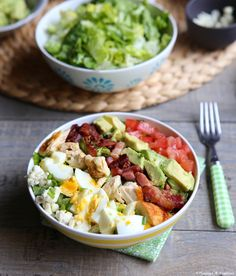 Salade eat Cobb Egg Avocado tomate chicken oignon bacon ( no cheese for me ) Salade manger Cobb Egg Avocat tomate poulet oignon bacon (pas de fromage pour moi) Mexican Dinner Recipes, Vegetarian Recipes Dinner, Healthy Dinner Recipes, Easy Salads, Healthy Salad Recipes, Ensalada Cobb, Cobb Salad, Clean Eating, Healthy Eating