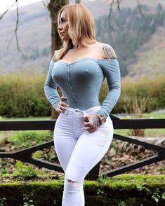 """1,213 Likes, 27 Comments - Victoria Lomba OFP (@victorialomba_ofp) on Instagram: """"@victorialomba - • Download Fit App: Victoria Lomba • Official Website:…"""""""