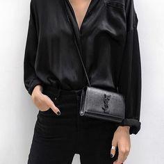 Como alguém pode não gostar de um look todo preto?! Eu adoro! #Cariocasusampreto