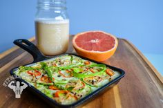 Starting off the day with an egg white, asparagus and brown rice quinoa frittata, with half pink grapefruit and ISO protein shake. This is a simple breakfast you can make while you get ready for the day. Clean Eating Breakfast, Protein Breakfast, Breakfast Frittata, Breakfast Ideas, Quick Chicken Recipes, Chicken Meal Prep, Healthy Cooking, Healthy Eating, Healthy Recipes