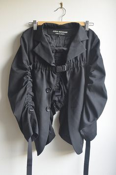 Junya Watanabe parachute jacket More. High Fashion, Fashion Show, Fashion Looks, Womens Fashion, Haute Couture Style, Fashion Details, Fashion Design, Junya Watanabe, Mode Inspiration