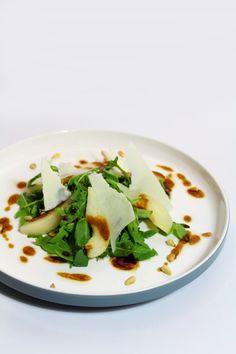 Rucolasalade met peer, pecorino en balsamico vinaigrette - Lekker als bijgerecht, maaltijdsalade of voor een lichte lunch! :D