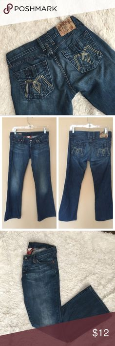 """LUCKY BRAND Jeans Medium Wash """"Aberdeen Meggie"""" Jeans from Lucky Brand. There is a spot of wear in the front as shown in photo, and some wear on the inside seam. Size 4 or 27. Inseam: 30, Rise: 7"""", Waist (flat): 15.5"""". ✨OFFERS WELCOME✨ Lucky Brand Jeans"""