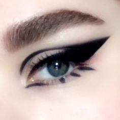 Video Tutorial: Smokey bold winged '60s mod cat-eye makeup look created using PermaGel Ultra Glide Eye Pencil in 'EXTREME BLACK', $25; PATMcGRATH.COM. #cateyetutorial #cateyehowto #makeuptutorial #cateyemakeup #smokeyeyehowto #PatMcGrathLabs #PMGHowTo Black Cat Makeup, Black Makeup Looks, Black Smokey Eye Makeup, Smokey Eyeliner, Smokey Cat Eye, Eyeliner Ideas, Bold Eye Makeup, Black Cat Eyes, Beautiful Eye Makeup