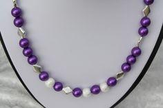 #Schmuck #Kette #Halsschmuck #violett #lila #silber #Satin  Hier aus meiner Ketten-Edition ein zauberhaftes Unikat in silber und lila. Ich habe Perlen in lila/violett mit kleinen Rauten und...