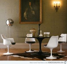 Mid-Century Saarinen dining Pedestal Table & Tulip Chairs mixed with antiques Mesa Saarinen, Saarinen Table, Dining Room Design, Dining Room Table, Dining Set, Dining Chairs, Modern Furniture, Furniture Design, Modern Decor