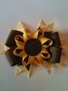 Fall is just around the corner! - Hip Girl Boutique Free Hair Bow Instructions--Learn how to make hairbows and hair clips, FREE! Ribbon Hair Bows, Diy Hair Bows, Diy Bow, Bow Hair Clips, Flower Hair Bows, Flower Headbands, Ribbon Flower, Hair Bow Tutorial, Flower Tutorial