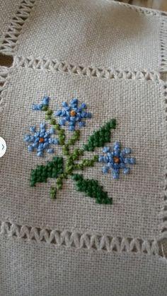 Cross Stitch Beginner, Small Cross Stitch, Cross Stitch Rose, Cross Stitch Flowers, Cross Stitch Designs, Cross Stitch Embroidery, Hand Embroidery, Cross Stitch Patterns, Floral Embroidery Patterns