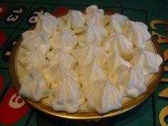 výborné sněhové pusinky Czech Recipes, Pavlova, Christmas Cookies, Rum, Food And Drink, Sweets, Detail, Merengue, Bakken