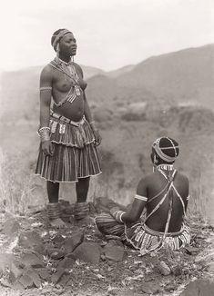 Africa | Tsonga ( Shangaan) women at Thabina, Limpopo.  South Africa.  Early 1900s | ©Alfred Duggan-Cronin / McGregor Museum