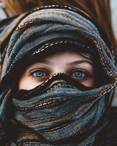 Sea in her eyes🌊 Photo by: Beautiful Muslim Women, Beautiful Hijab, Beautiful Eyes, Beautiful People, Pretty Eyes, Cool Eyes, Eye Photography, Green Eyes, Character Inspiration