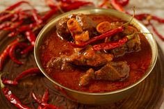 Rajasthani Laal Maans is a tasty meat curry from Rajasthan, India. It is a mutton curry prepared in a sauce of curd, and red chilies. Fresh Coriander, Coriander Seeds, Red Gravy, Indian Food Recipes, Ethnic Recipes, Rajasthani Recipes, Indian Foods, Indian Dishes, Seafood Recipes