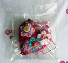 Paper Crafts Origami, Heart Ornament, Bead Crafts, Ornaments, Beads, Key Fobs, Felting, Colors, Manualidades