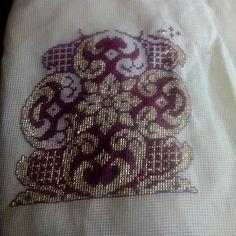Alıntı Celtic Cross Stitch, Counted Cross Stitch Patterns, Cross Stitch Embroidery, Hand Embroidery, Embroidery Designs, Blackwork, Stitch Design, Needlepoint, Needlework