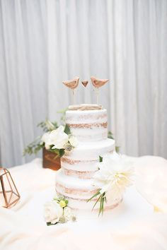Rustic naked cake at
