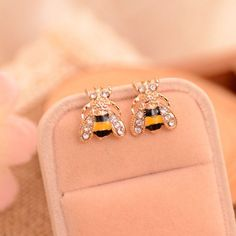 Fashion Cute Women Lady Girl New Hot 2016 Lovely Popular Small Bee Crystal Insect Stud Earrings Gift