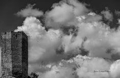 Un universo paralelo. Esfera: Entre nubes. Castillo de Luesia.