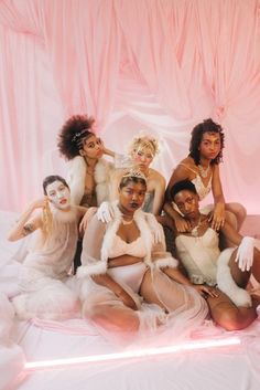 Pré-Baile' for Brechó Replay — February Replay, Group Poses, Photoshoot Themes, Pics Art, Girl Gang, Black Is Beautiful, Black Girl Magic, Editorial Fashion, Fashion Photography